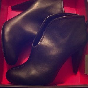Vince Camuto Boots Size 7.5M